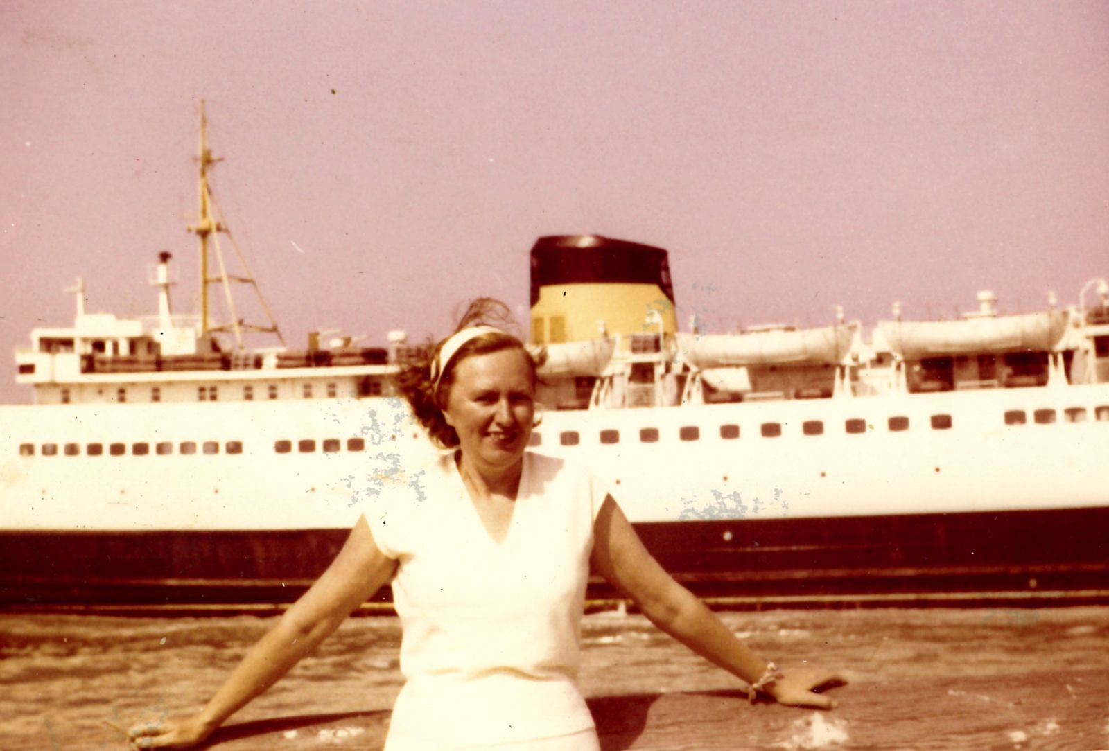Josette Lavergne in de Oostendse haven.